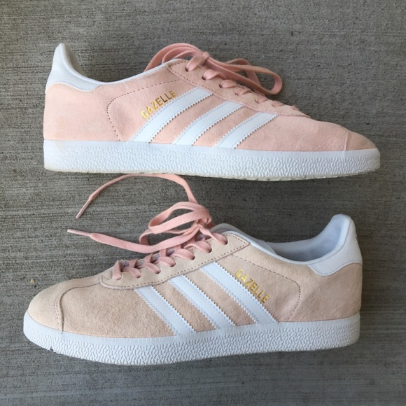 wholesale dealer 080d3 8d9ed adidas Shoes - Adidas light pink gazelle sneakers